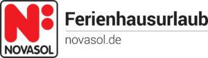 Das Logo der NOVASOL Ferienhausvermietung besteht aus einem großen roten N mit einem Doppelpunkt hinter dem N und darunter in schwarzer Schrift NOVASOL