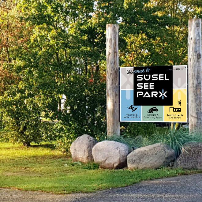 Süsel Seeparx Camping Platz - Einfahrt mit Schild